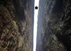 Vratolomije skakača između kineskih planina