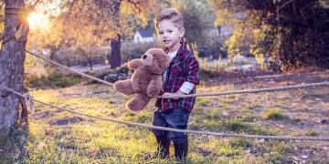 Dječak_i_medvjedić_pixabay